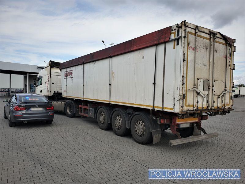 Kierowca blisko 40-tonowego tira, pijany jechał autostradą A4